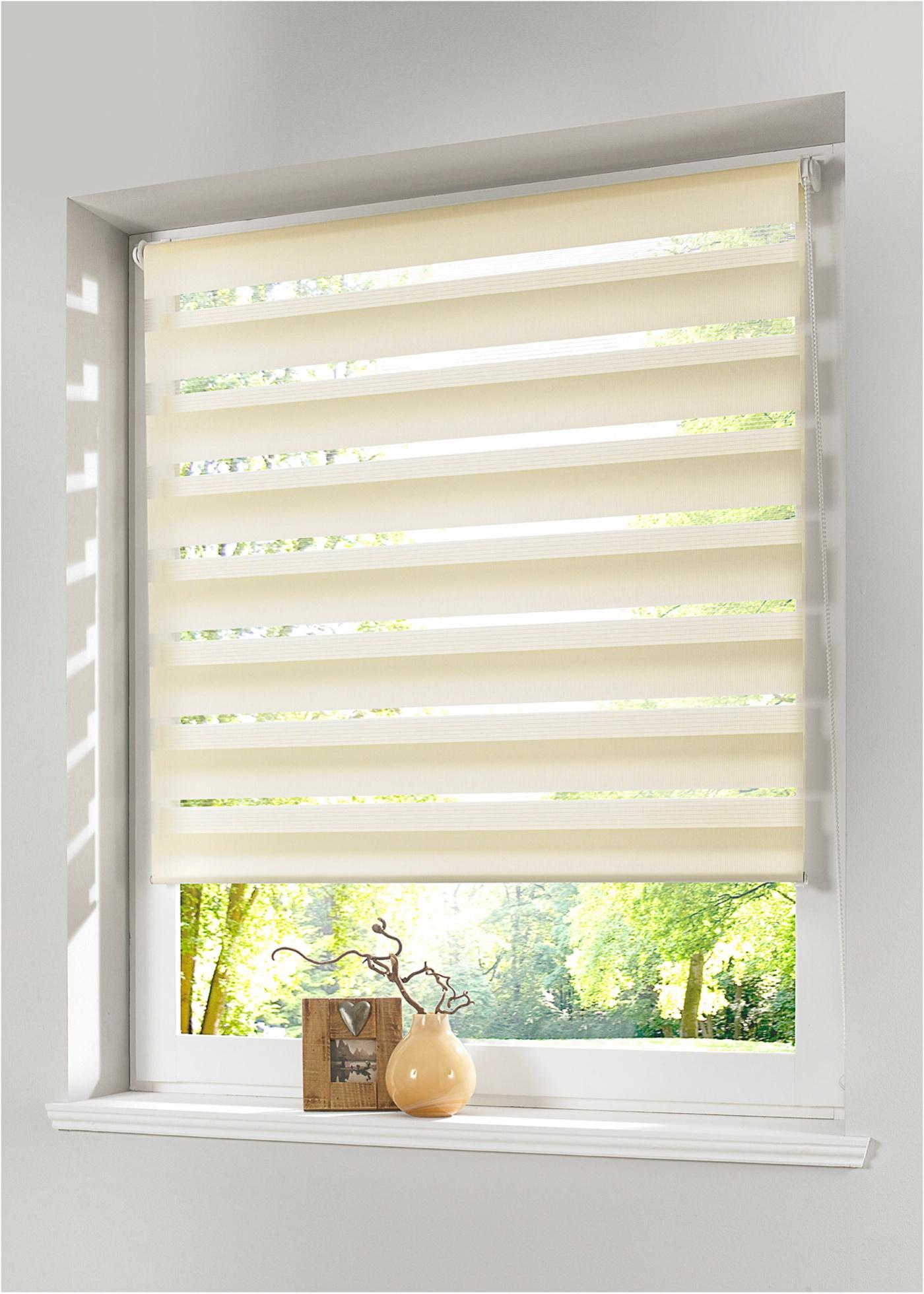 """Store double à clipser. Protège de la lumière sans occulter. Pose facile sans perceuse, avec supports de fixation sur le cadre de fenêtre (pour des cadres de fenêtre jusqu""""à 1,6 cm d""""épaisseur). Cordon sur la droite, les deux bandes de tissu se"""