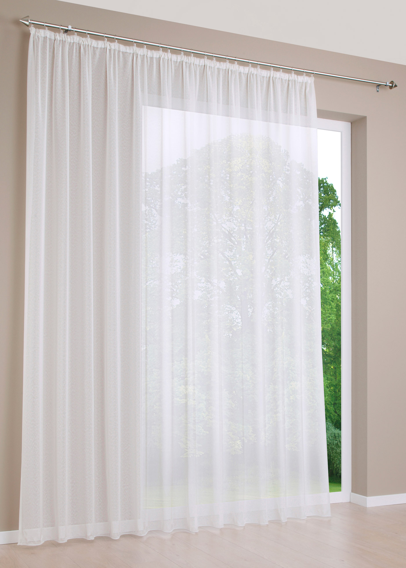 """Voile sablé transparent légèrement brillant. Prêt à poser avec accrochage par galon fronceur. Nous conseillons de commander le triple de la largeur de votre fenêtre. Dimensions = dimensions du tissu (env. hauteur/largeur). Facile d""""entretien et lavab"""