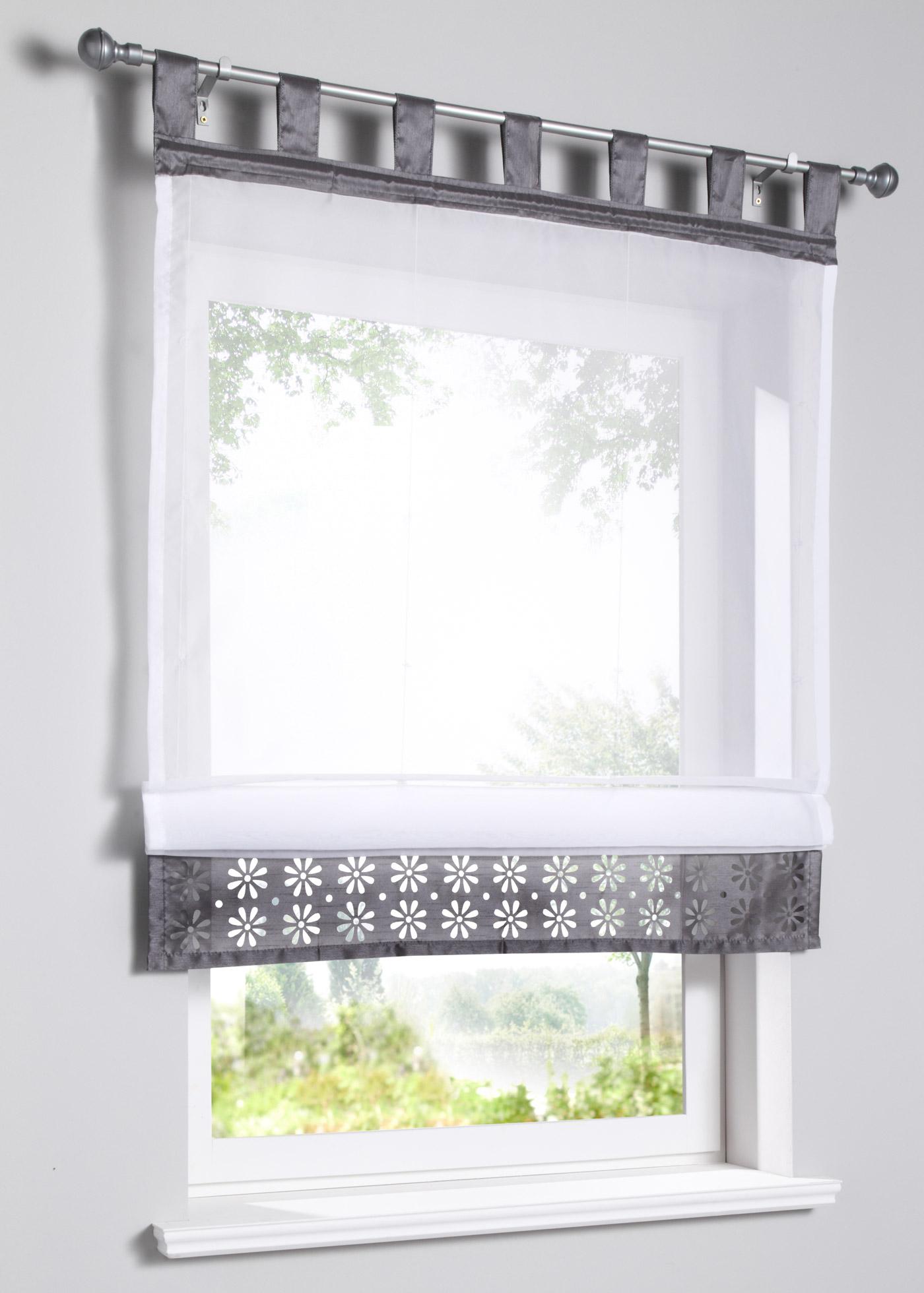 Store en voile transparent avec bordure inférieure ornée de motifs ajourés, bordure supérieure aspect soie, légèrement brillant, avec pattes. Dimensions = dimensions du tissu, hauteur pattes comprises.