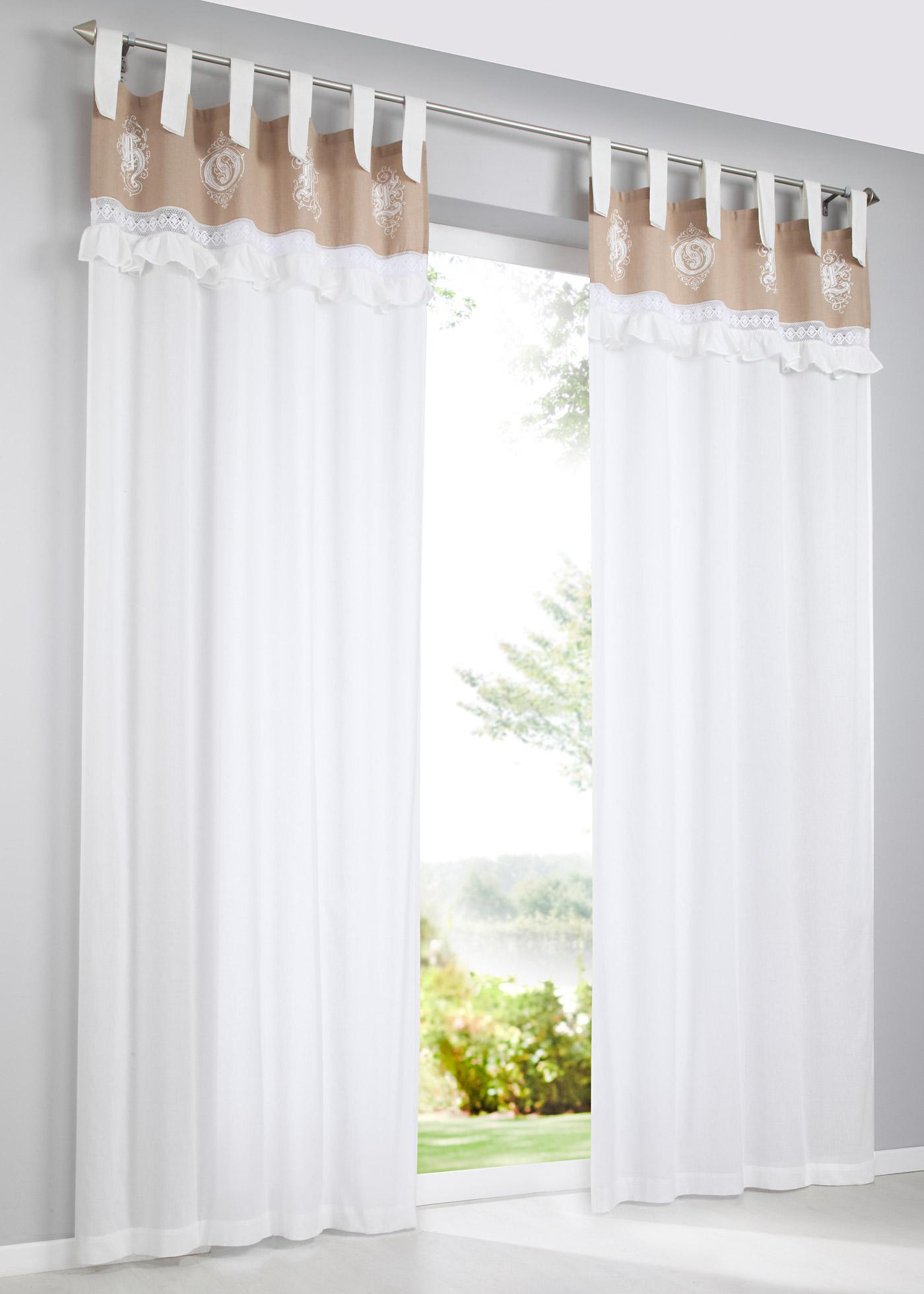 Voilage transparent aux détails particuliers. Bordure imprimée avec finition ruchée, pattes pour décorer la tringle à rideau. Dimensions = dimensions du tissu, matière mélangée lavable.