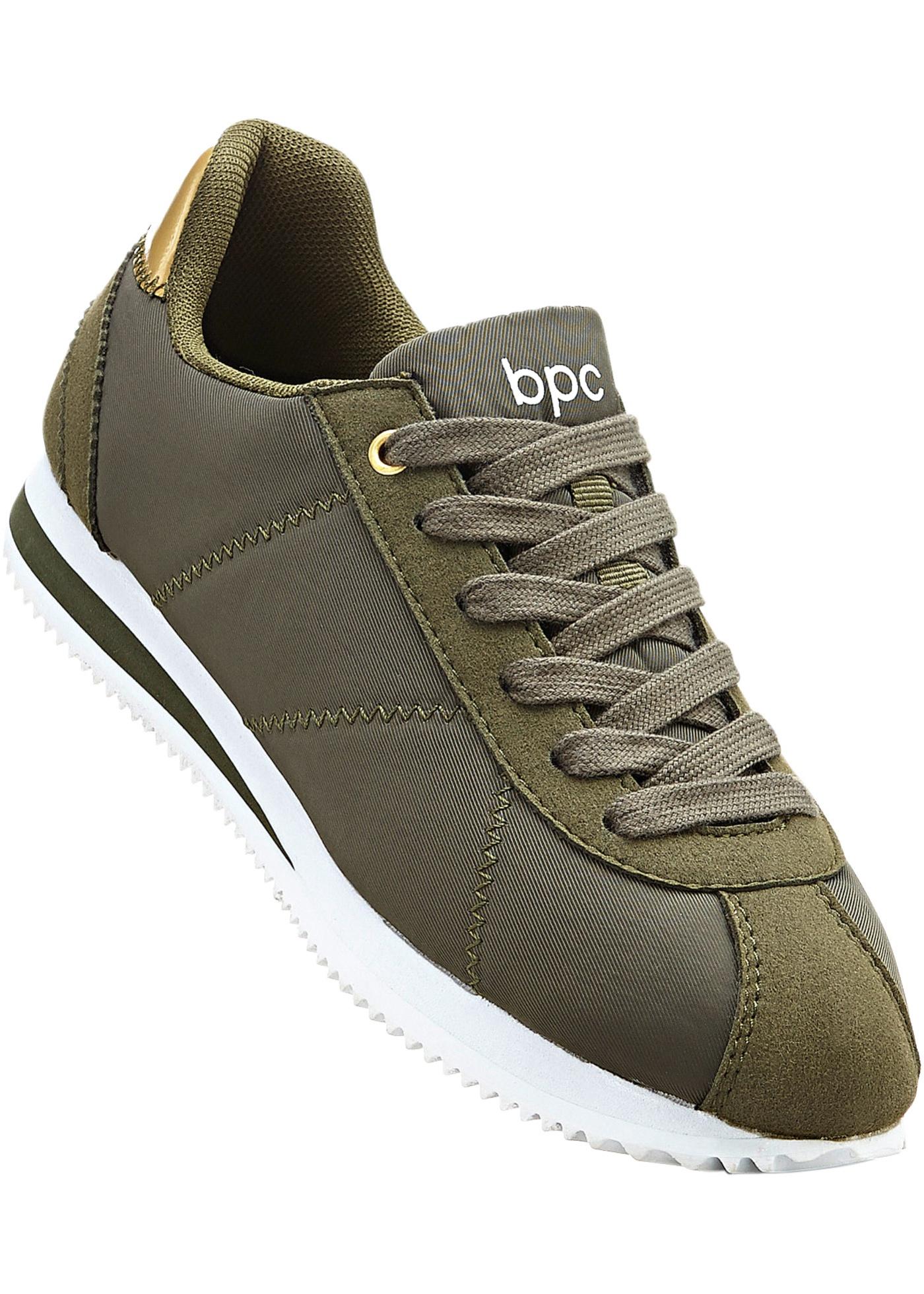 Sneakers avec semelle intérieure amovible, look métallique au talon et semelle extérieure légèrement profilée.