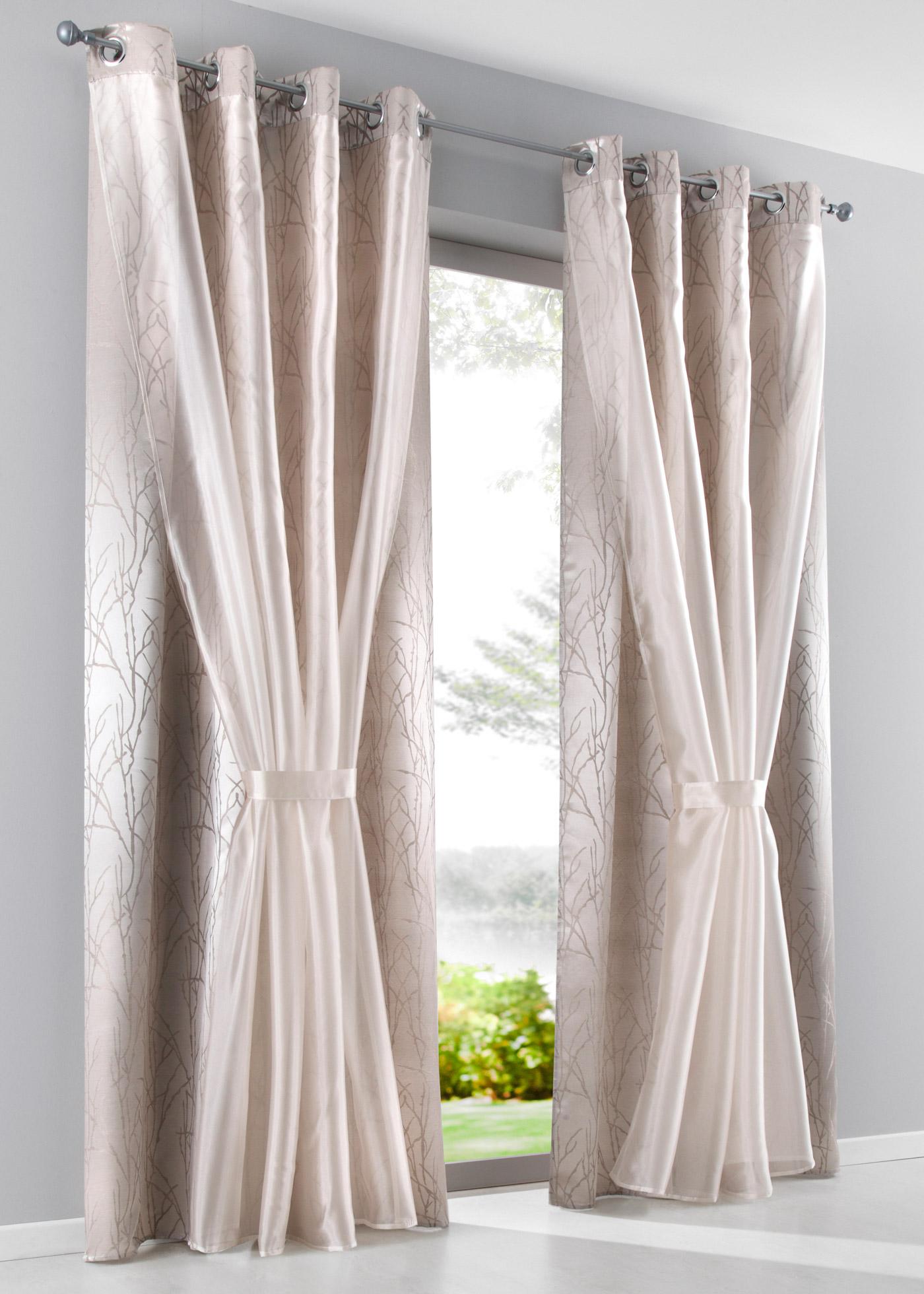 Voilage double épaisseur, première épaisseur transparente, deuxième épaisseur opaque, dimensions = dimensions du tissu.