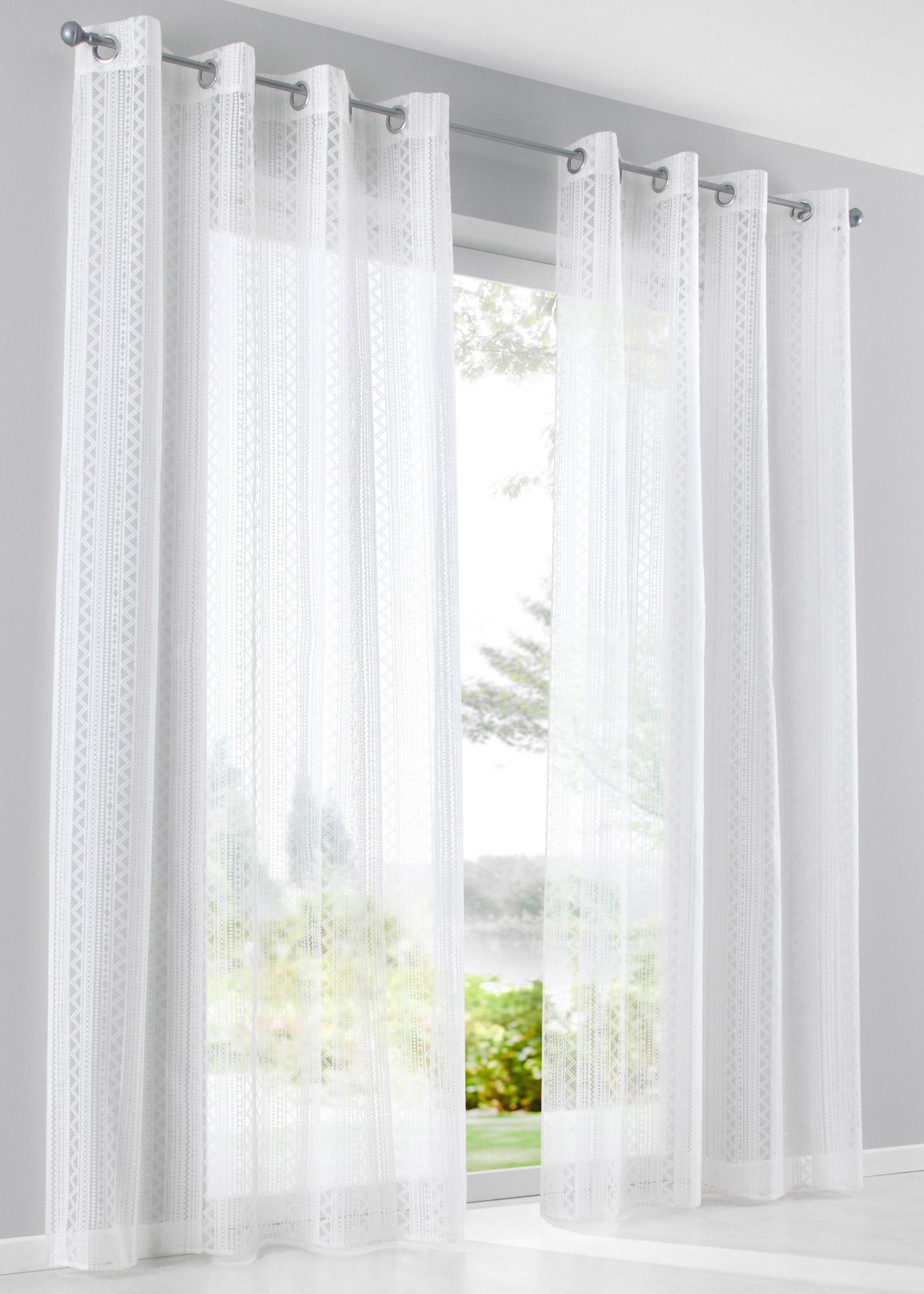 En voile dévoré, semi-transparent, dimensions = dimensions du tissu.