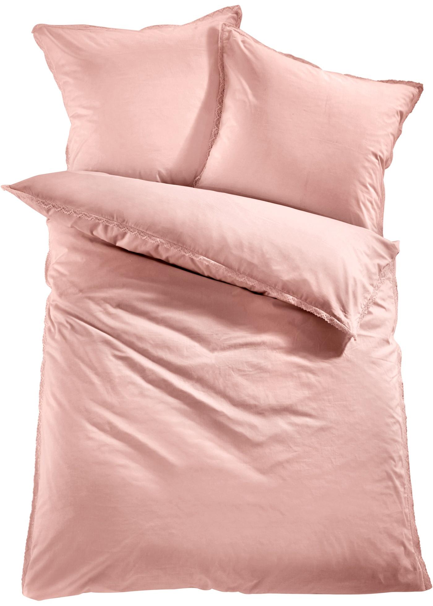 Parure de lit romantique avec bordure en dentelle. Faites de beaux rêves dans un tissage renforcé de qualité supérieure. Disponible en parure 2 ou 4 pces.
