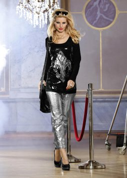 Le T-shirt long à sequins (Glööckler)